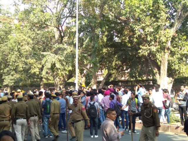 Clashes Outside Delhi University's Ramjas College Over Invite to JNU's Umar Khalid 12 – Ramjas College